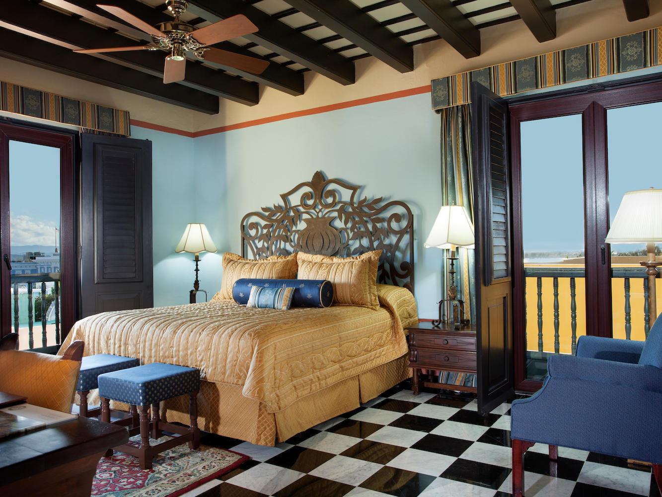 Gloria Vanderbilt Suite Bedroom