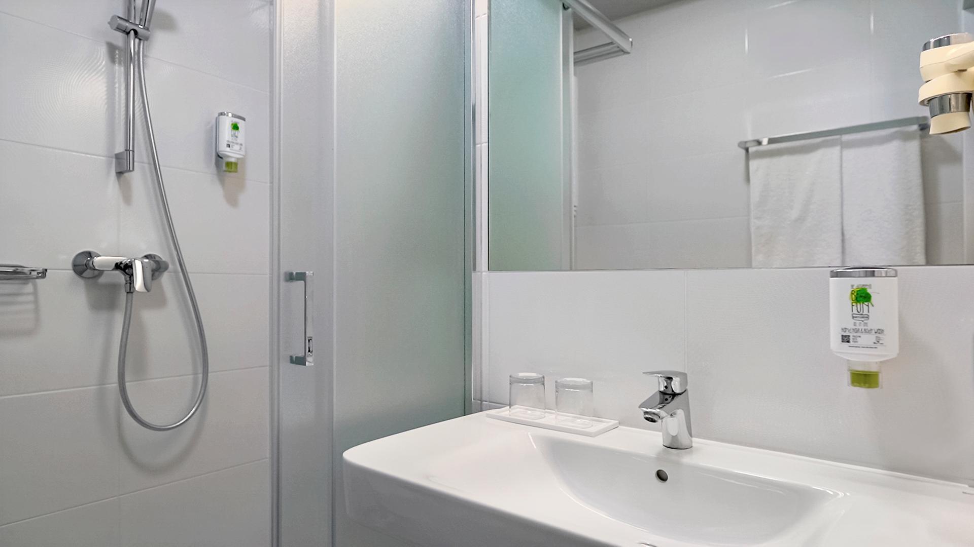 Double Standard Room's Bathroom at Hotel MDM Warsaw