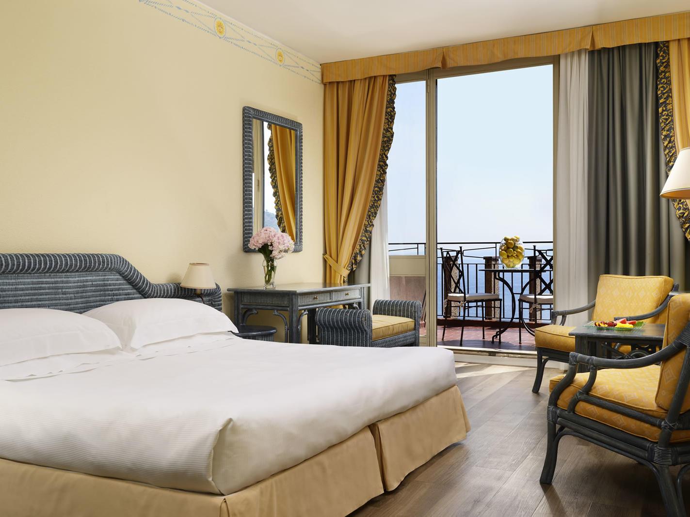 Deluxe room | UNAHOTELS Capotaormina