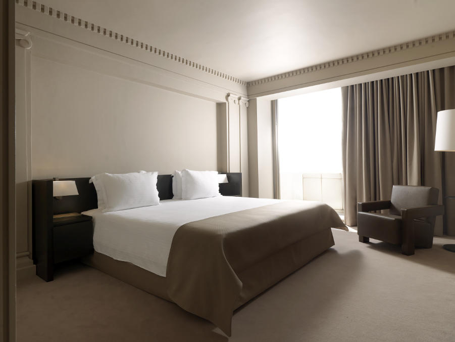deluxe city view suite at NJV Athens Plaza hotel