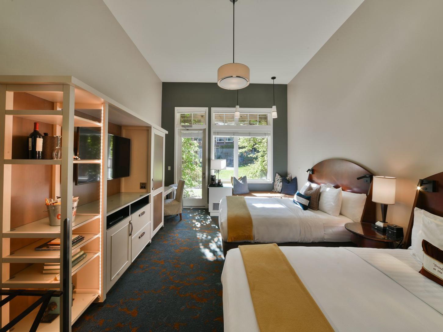 Courtyard Double Queen Pet Room at Alderbrook Resort & Spa
