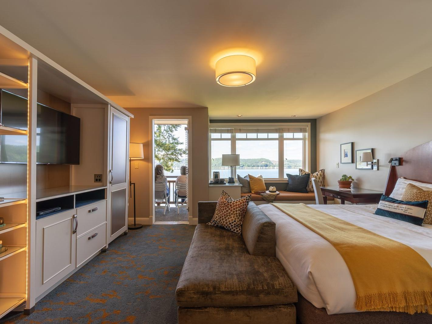 Waterfront Corner King Room at Alderbrook Resort & Spa