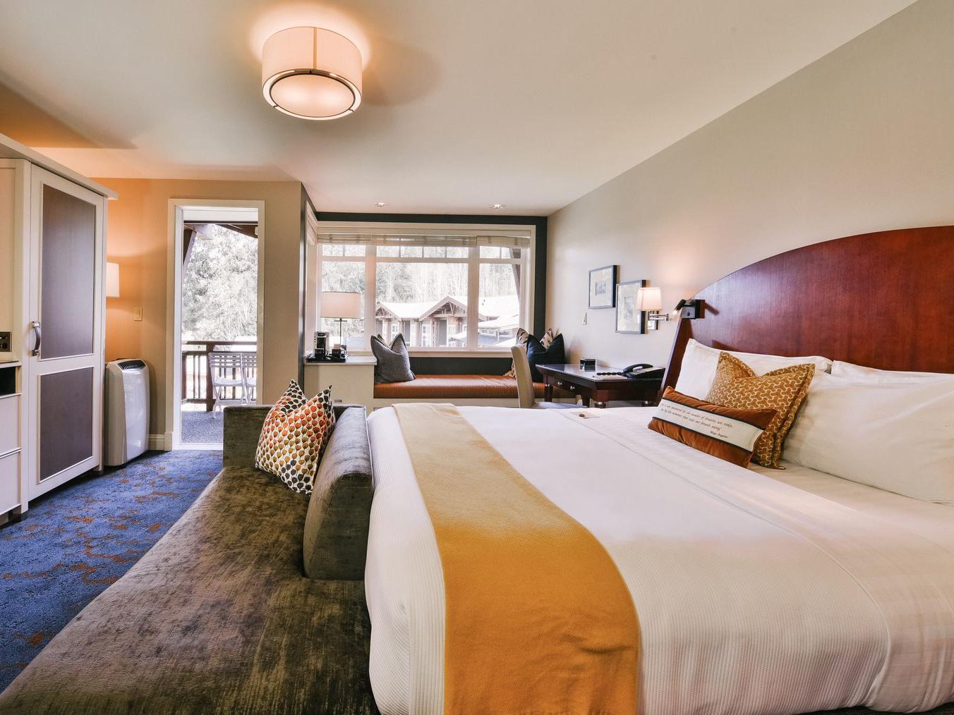 Courtyard King ADA Room at Alderbrook Resort & Spa