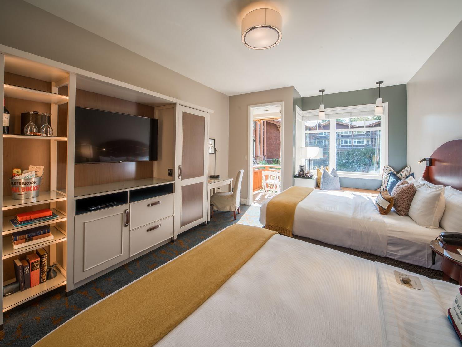 Courtyard Double Queen Room at Alderbrook Resort & Spa