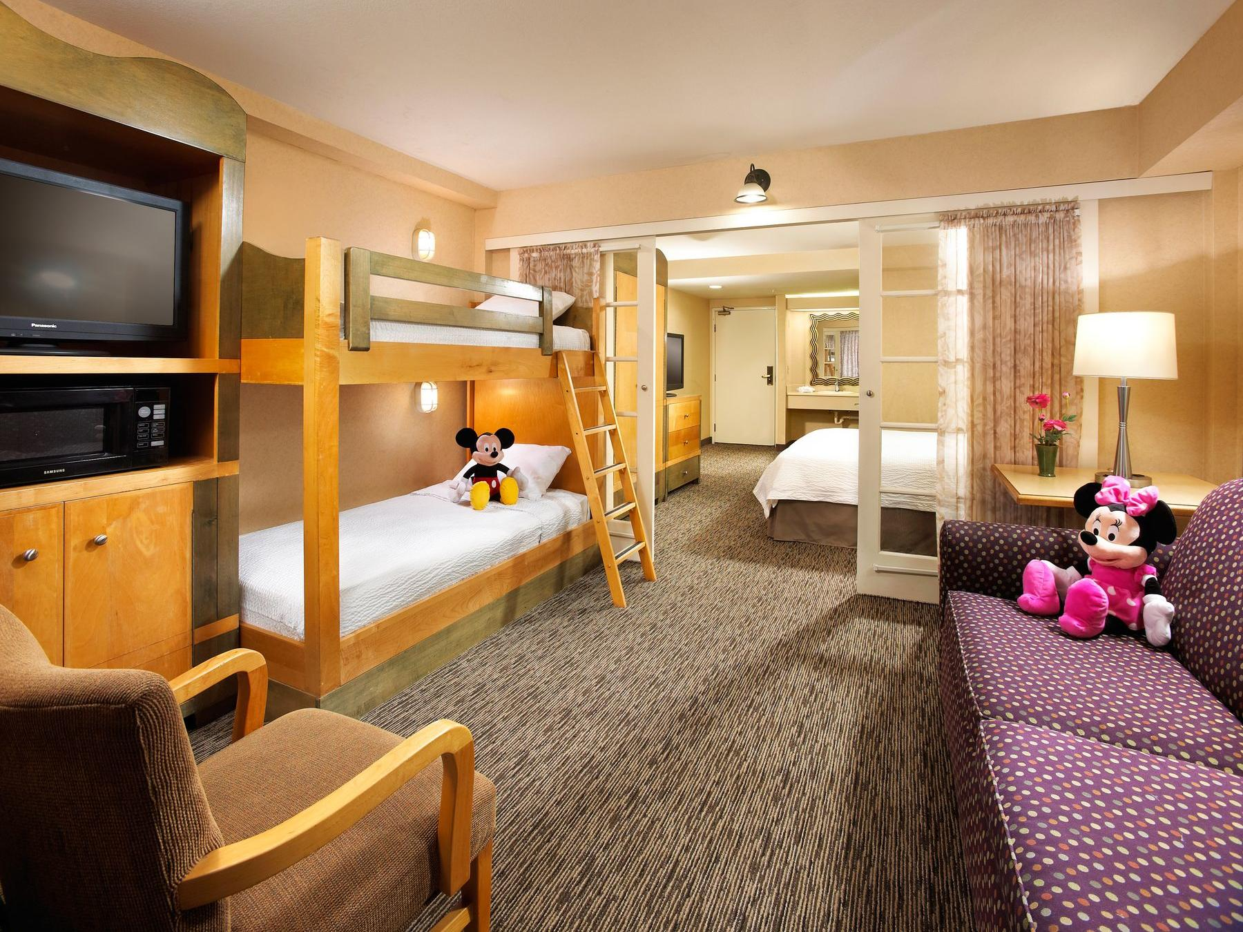 Family Friendly Anaheim Hotel Rooms Amp Suites Portofino Inn