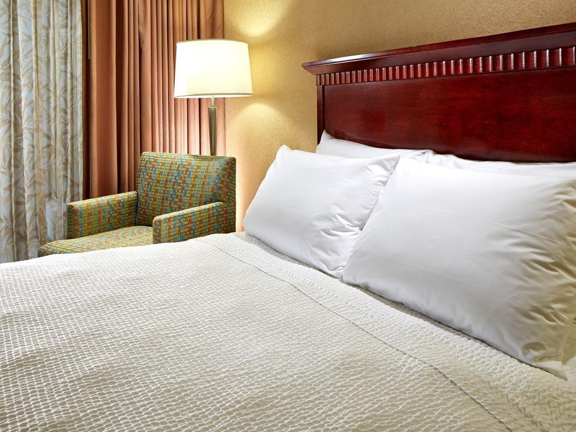 2 Bedroom 1 Bathroom Suites Portofino Inn Amp Suites Anaheim