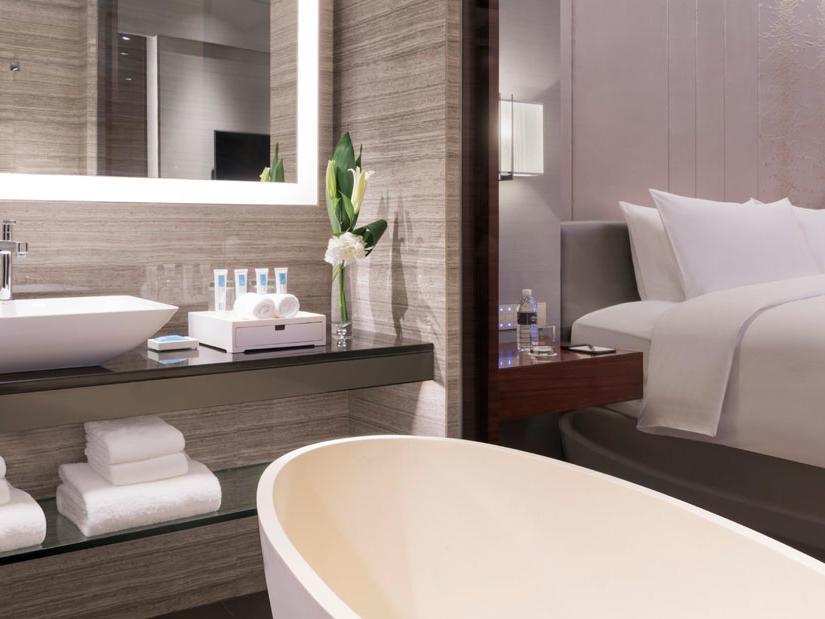 Amara Signature Shanghai_Club Deluxe Room Bathroom