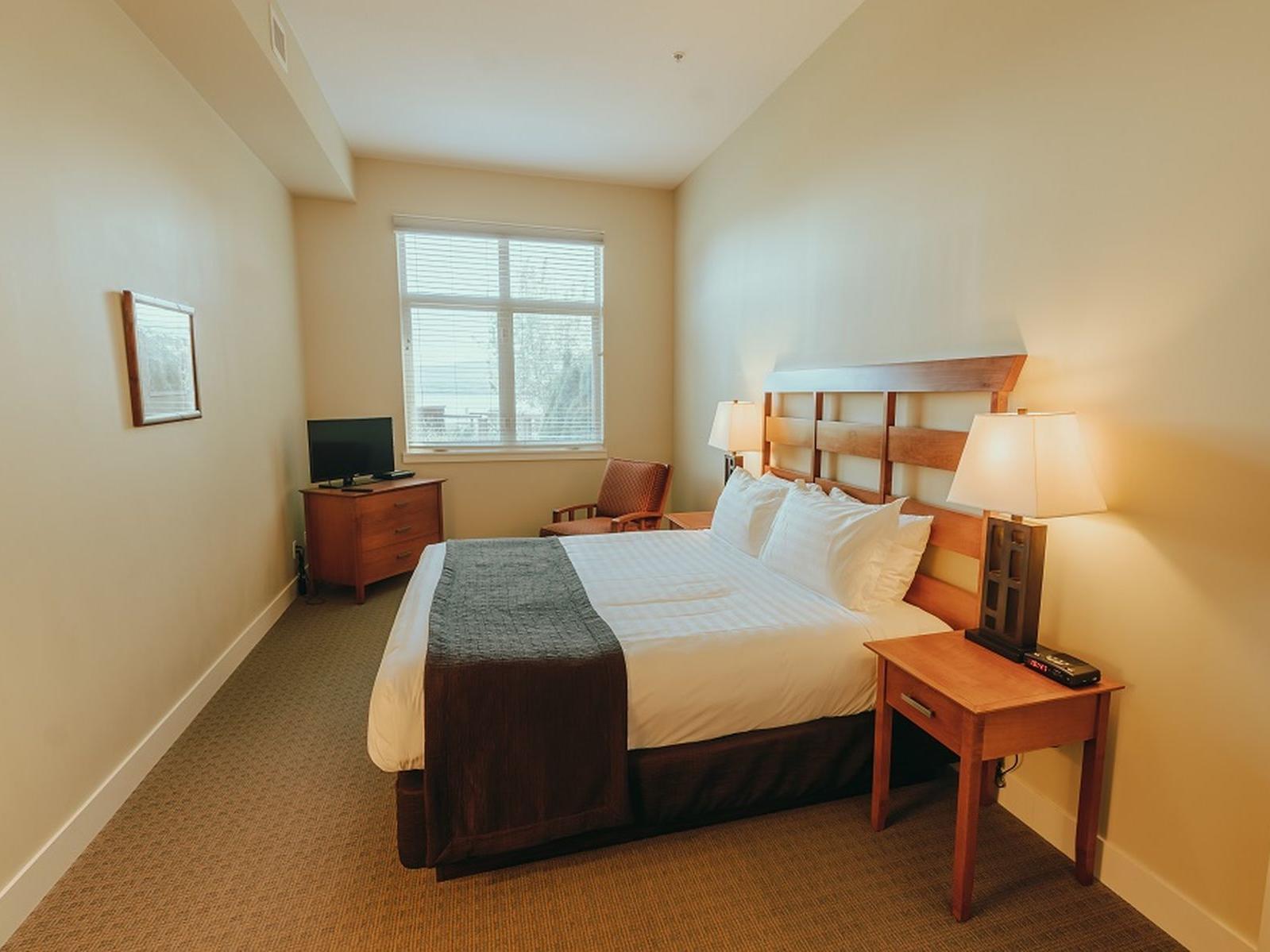 cove suite bedroom