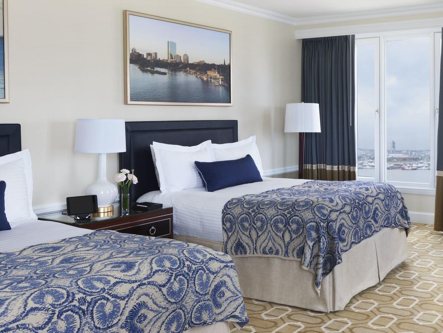 Two guest beds with view of the harbor