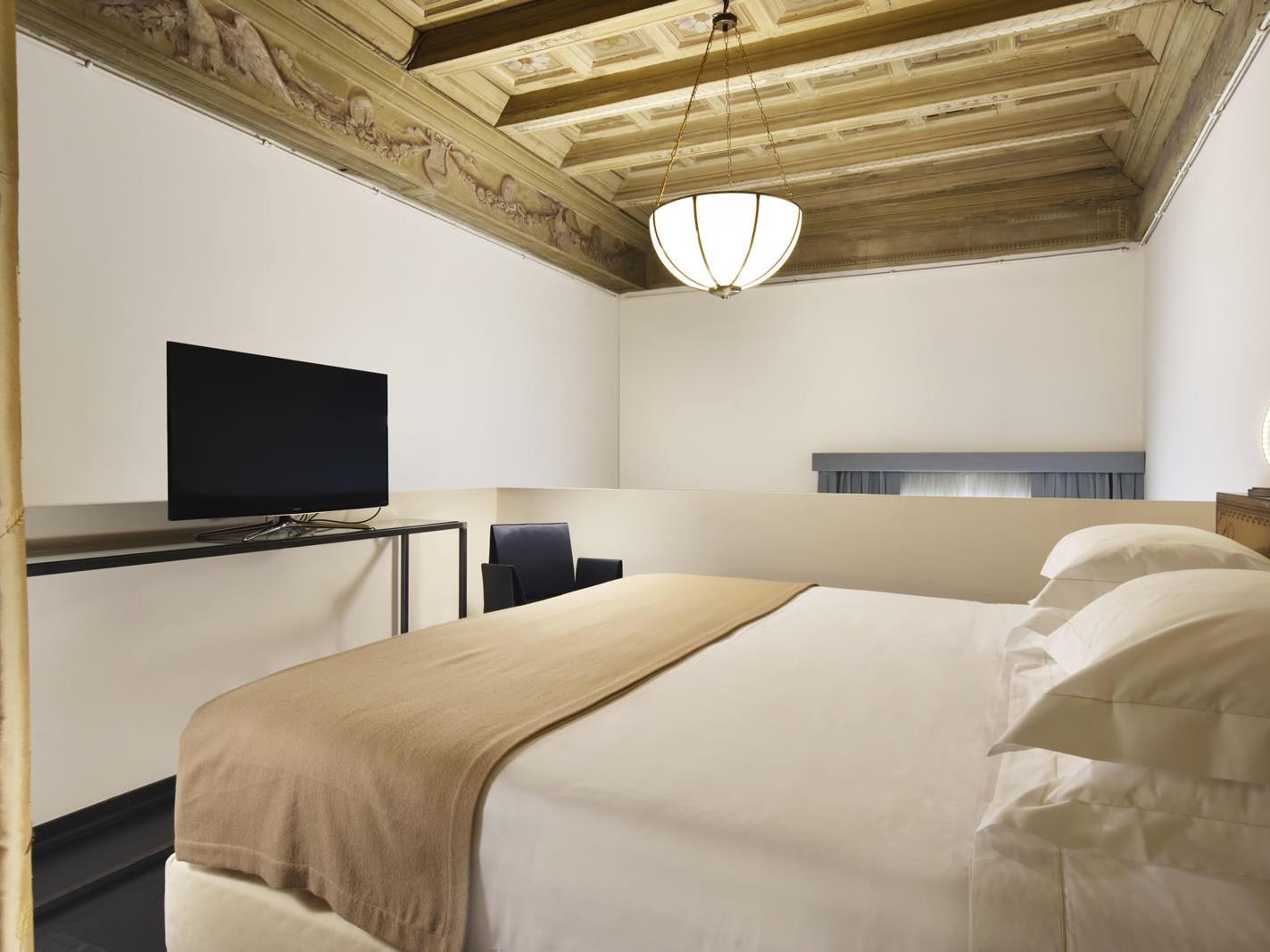 Ugo | Leone Blu Suites