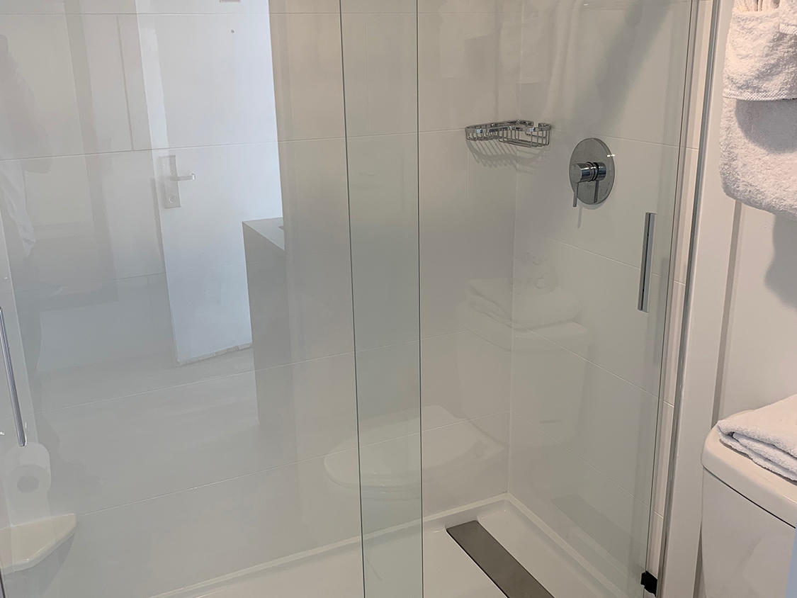 Recently Renovated Premier Bayview King Bathroom