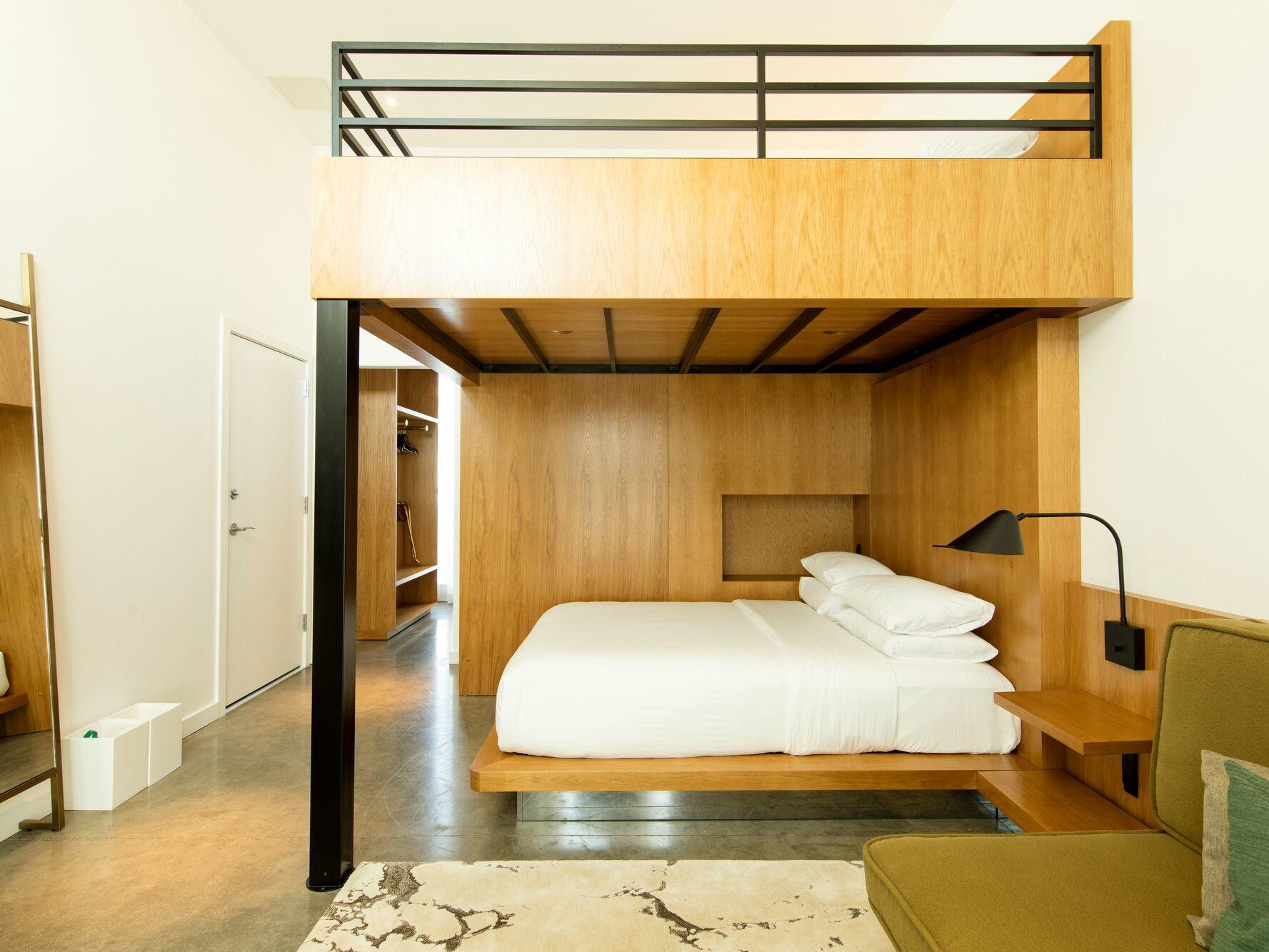 Sensational Downtown Sarasota Rooms Suites The Sarasota Modern Theyellowbook Wood Chair Design Ideas Theyellowbookinfo