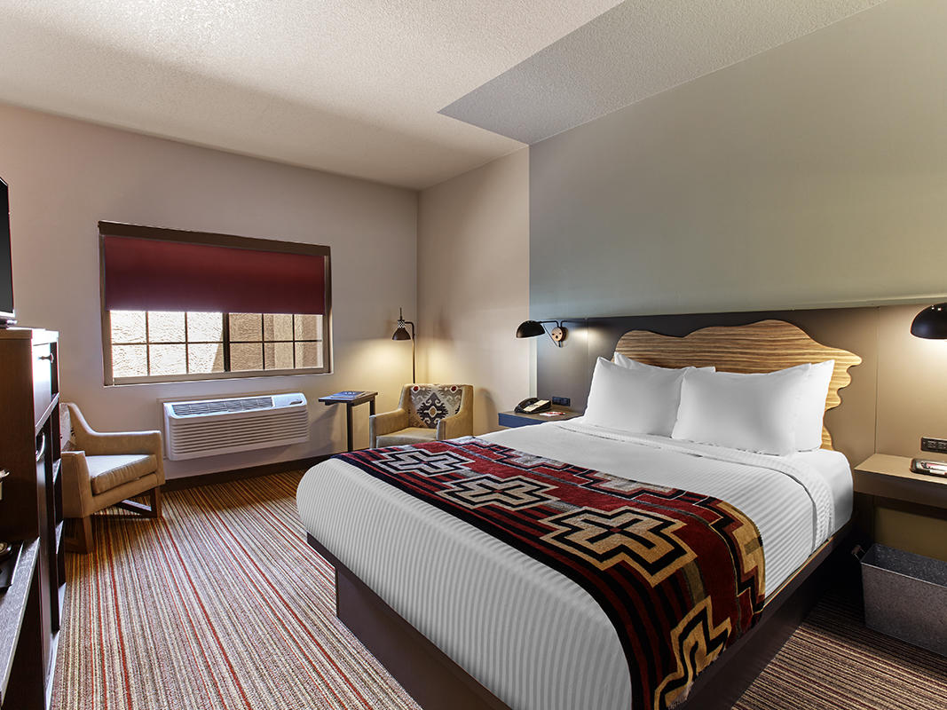 Accessible hotel room with king bed & courtyard view.