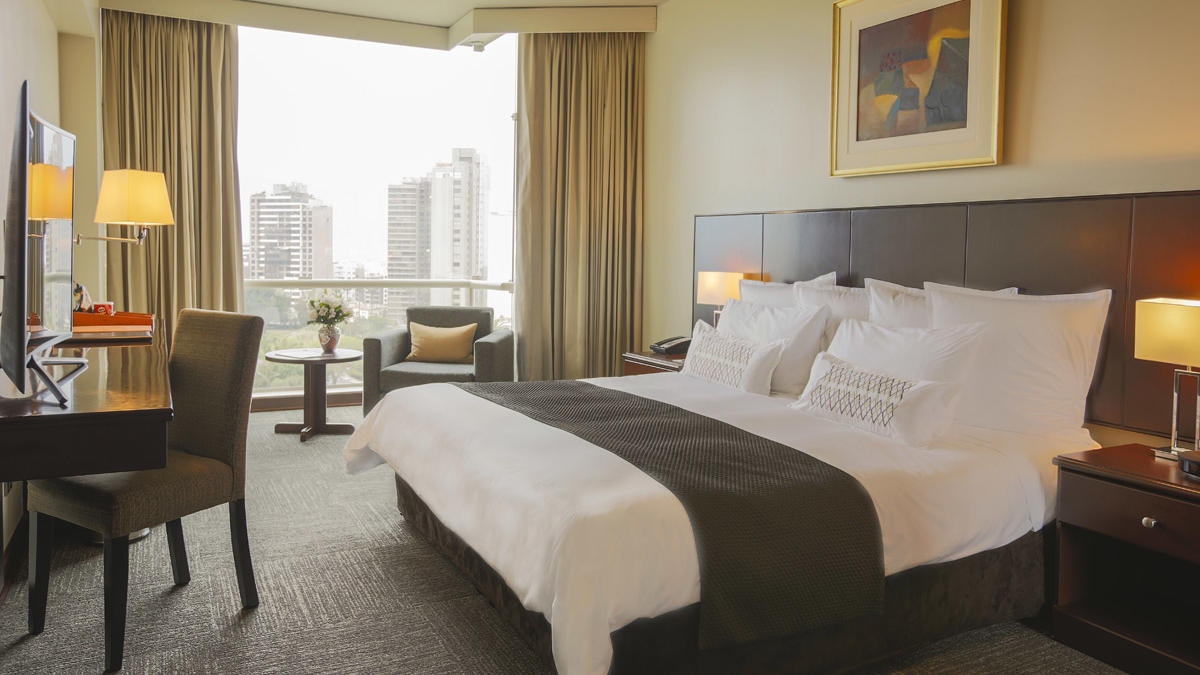 Superior Plus room - king bed