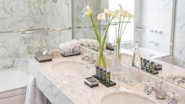 Junior Suite room - marble bathroom