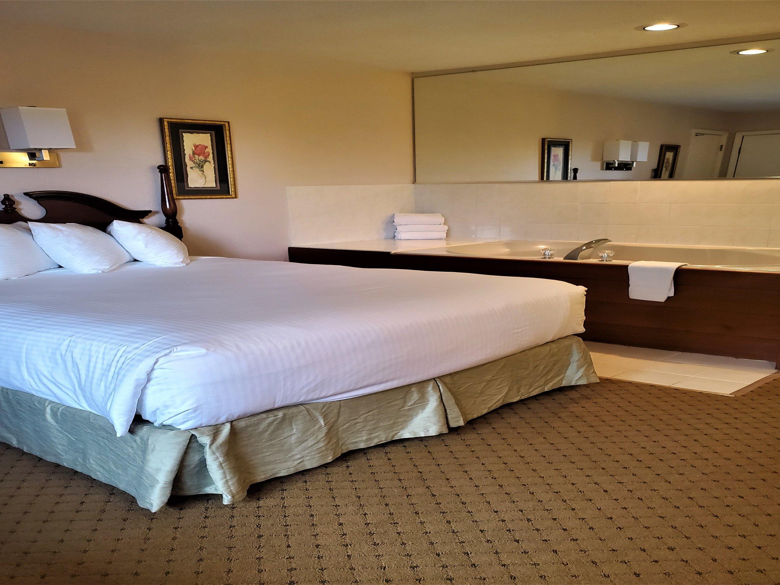 Queen Bed Jacuzzi Room