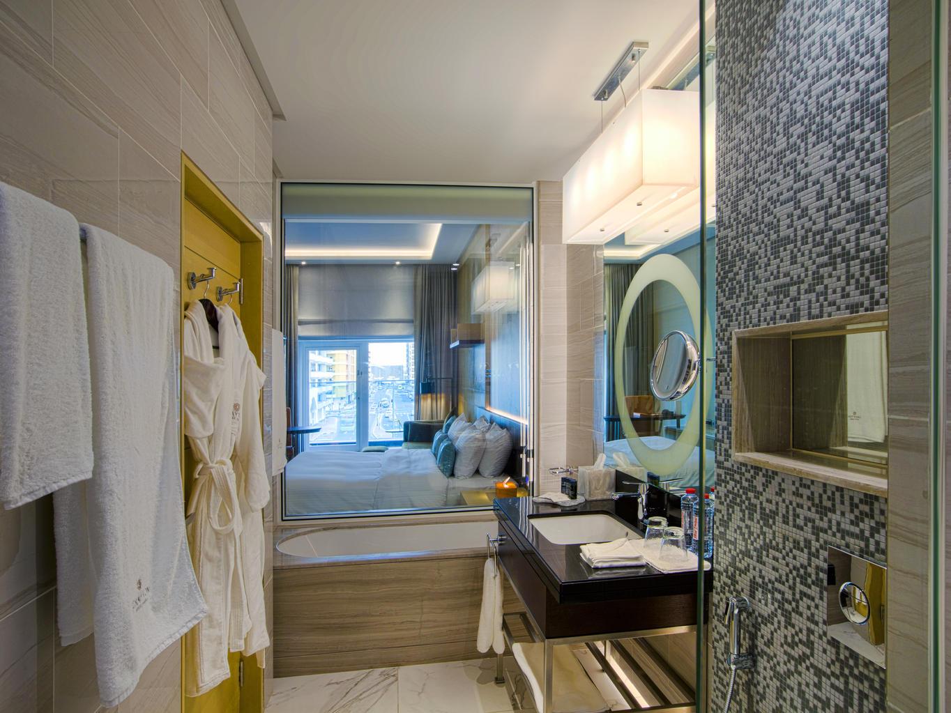 Junior Suite at Grayton Hotel Dubai