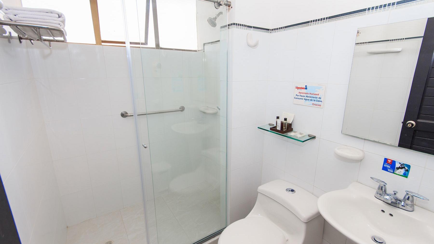 Baño habitación doble en Santa Marta