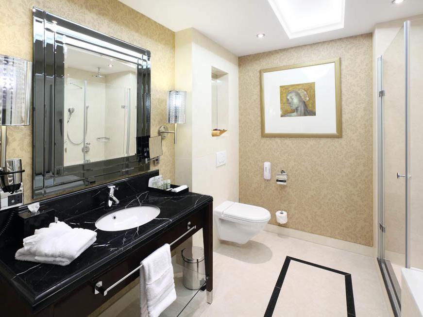 Deluxe Room Bathroom at Hotel KINGS COURT in Prague