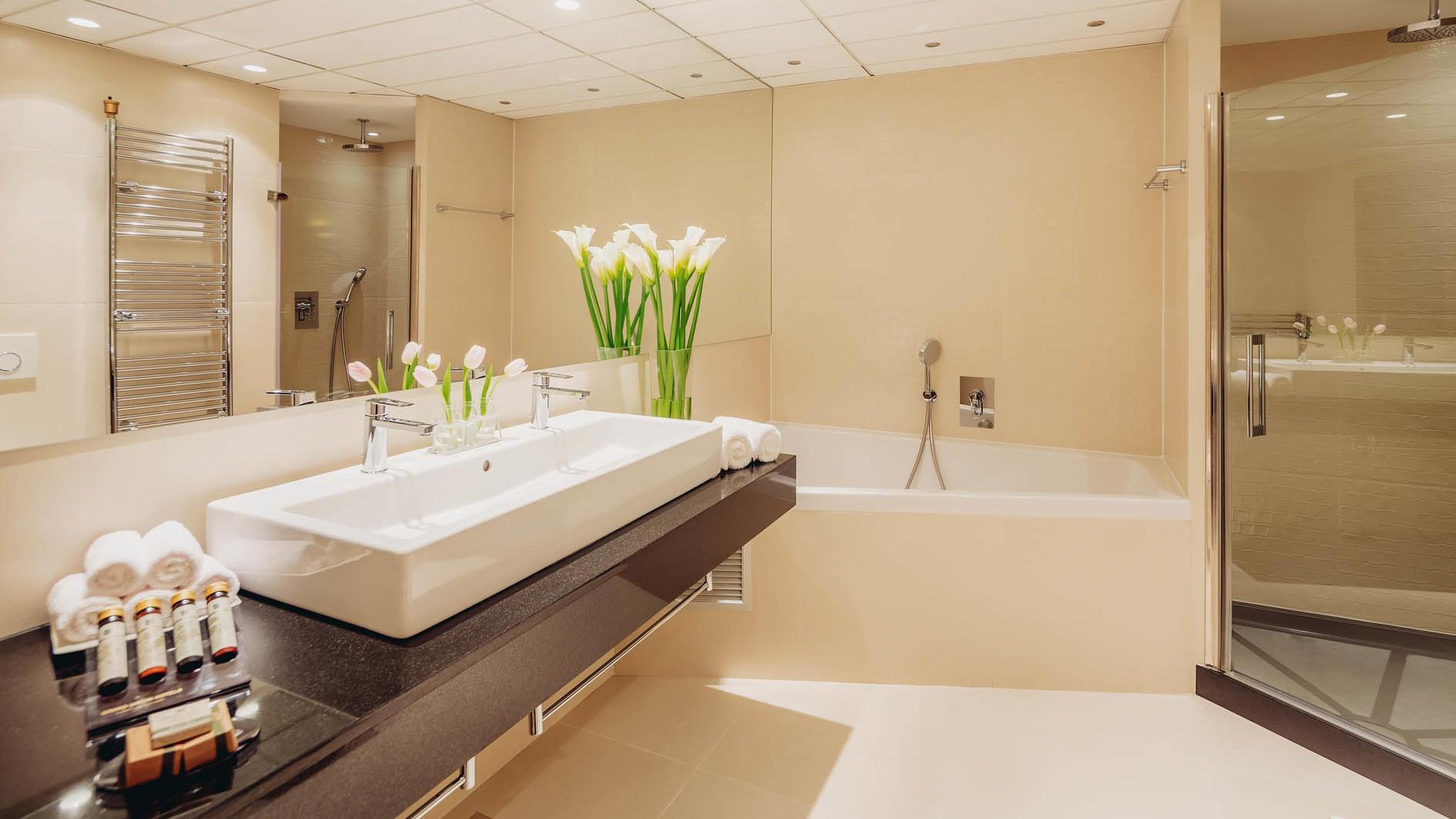 Premier One Bedroom Bathroom in uHotel in Ljubljana