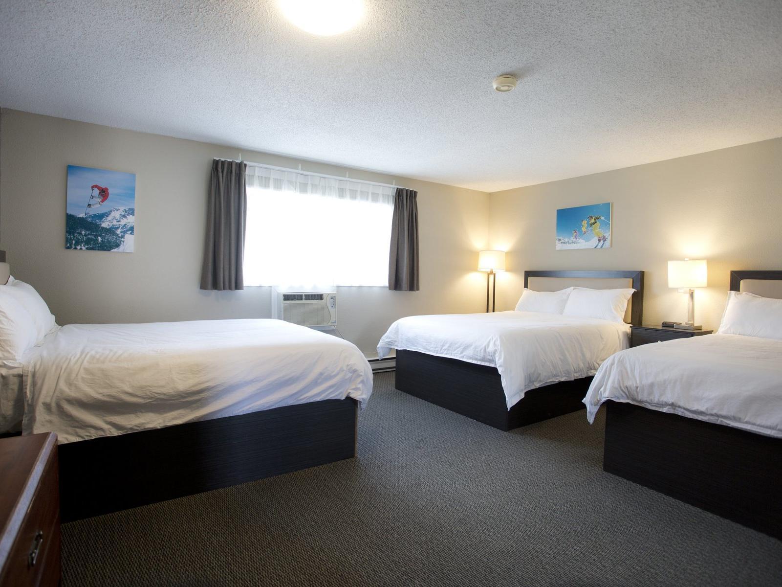 Deluxe 3 Queen Bed Suites