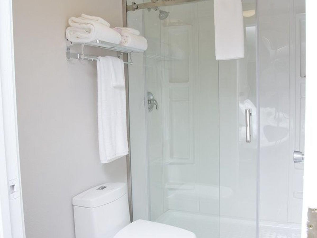 Executive Suite 1 King Bed Bathroom