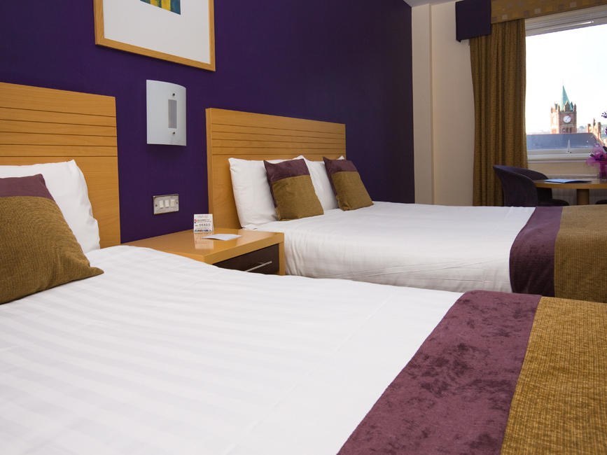 City-Hotel-Derry-family-room-2