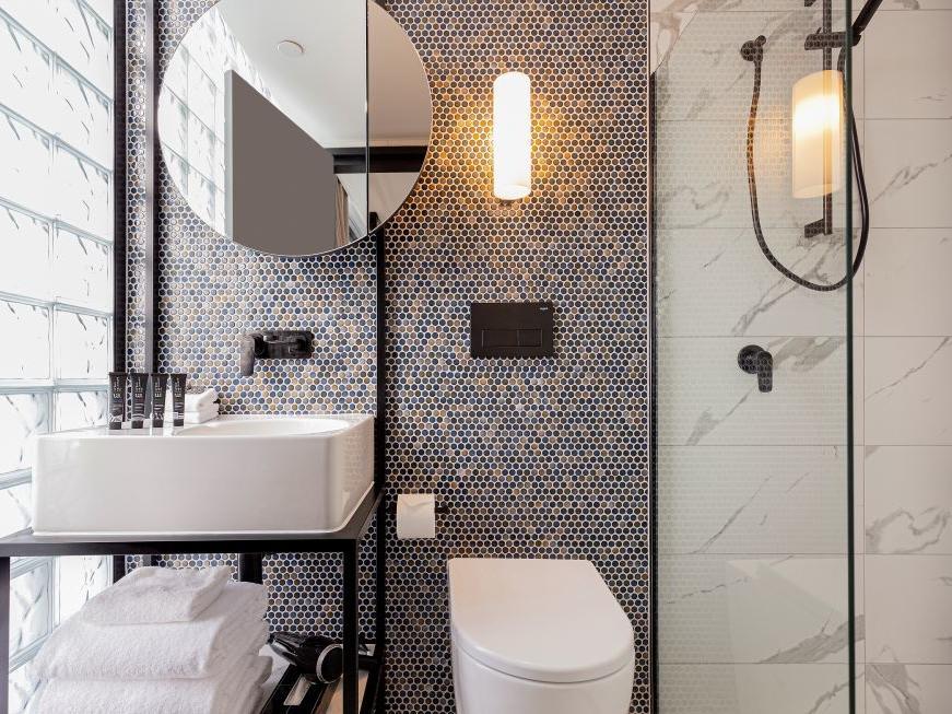 Brady Hotels Jones Lane - Bathroom