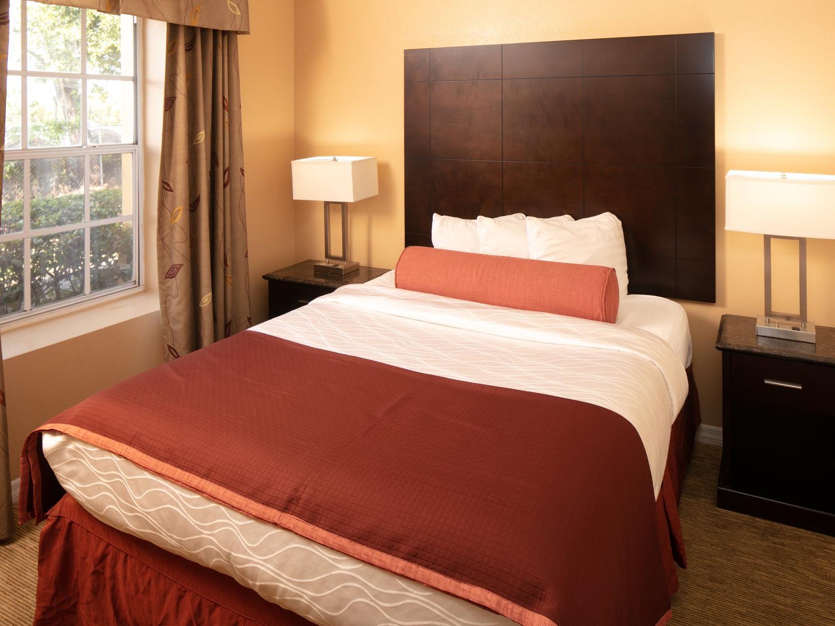 queen bed in hotel room