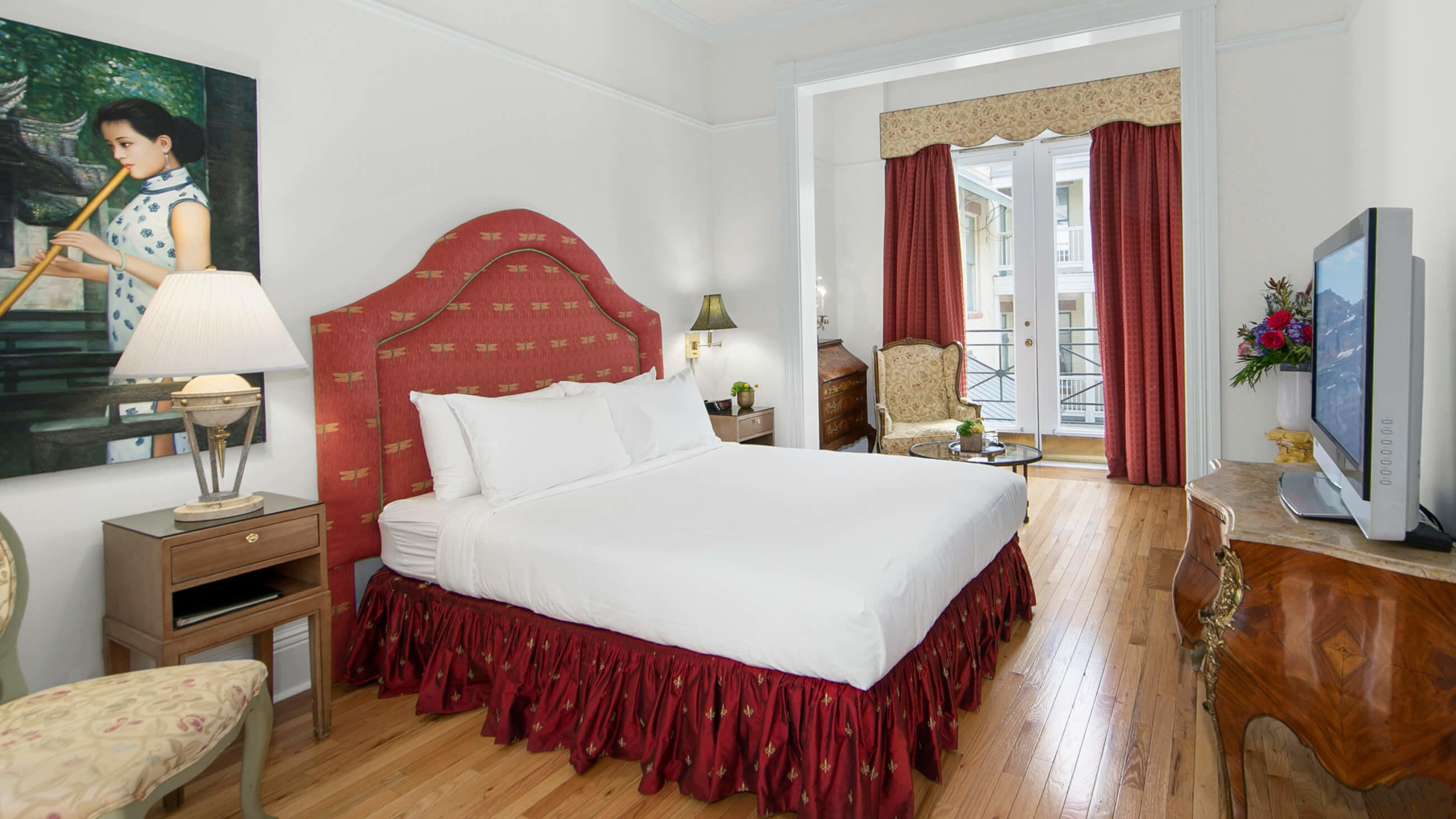 Deluxe Queen Room at Fairmount Hotel