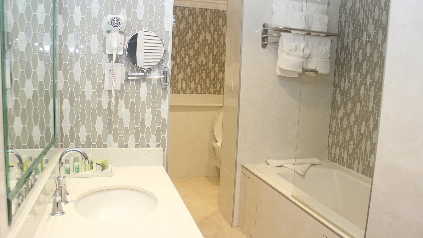 Lig Bathroom