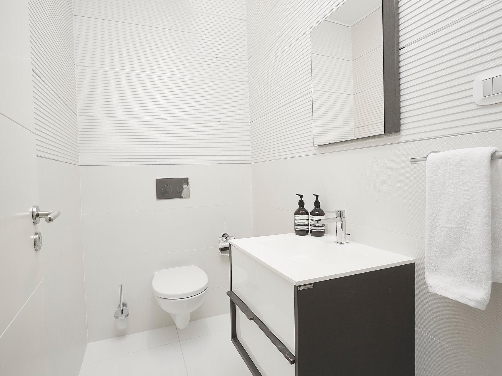 Deluxe two bedroom premier suite at Kwarleyz Residence in Accra