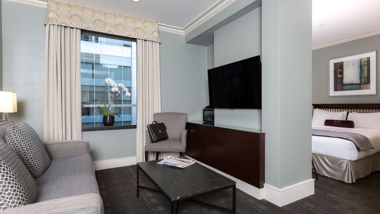 Living room area of Junior Queen Suite.