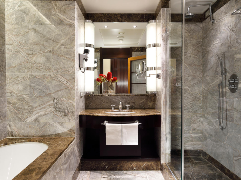 Deluxe with View Bathroom | Principi Di Piemonte