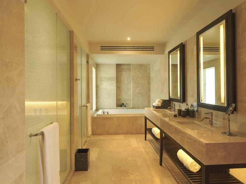Amatara wellness resort - pool pavilion bathroom with bathtub