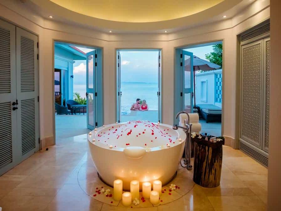 ocean pool villa - bathtub