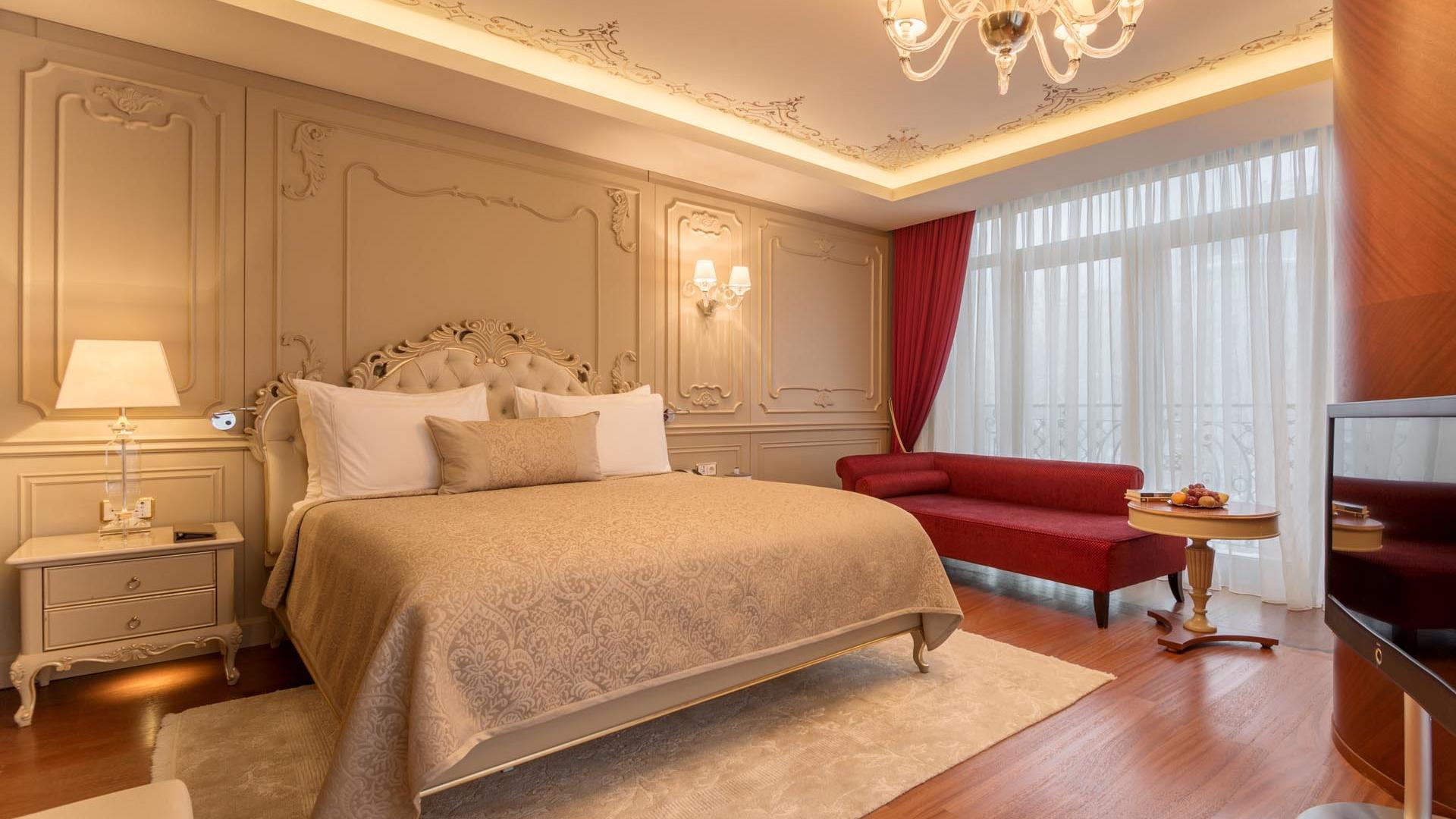 Luxury Suite double bed