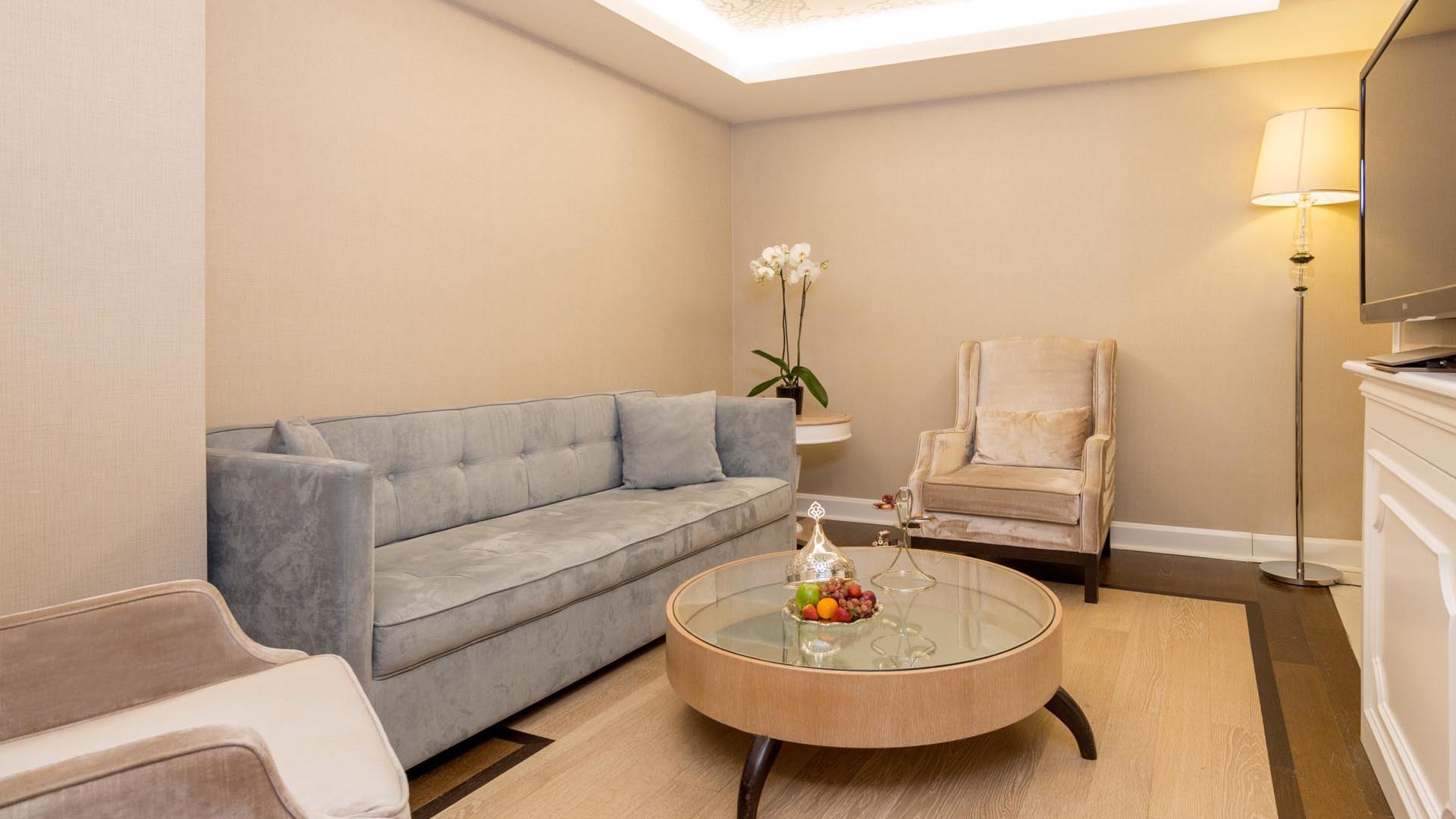 Luxury Suite table