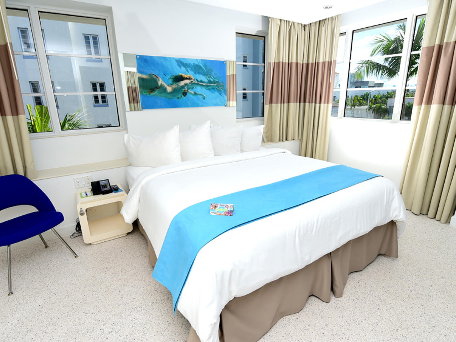 Banner of the bedroom with city view at Clevelander South Beach