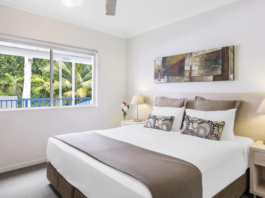 Oaks Lagoons 1 Bedroom Swimout Bed at Silkari Hotel Port Douglas