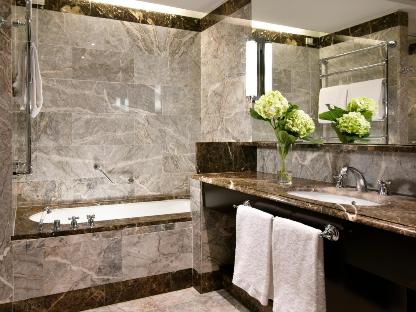 Bathroom Superior Room | Principi di Piemonte