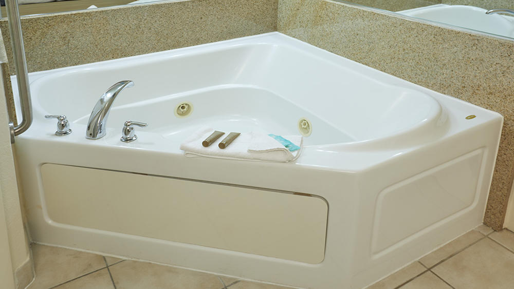 Superior 2 Queen Beds with Jet Tub