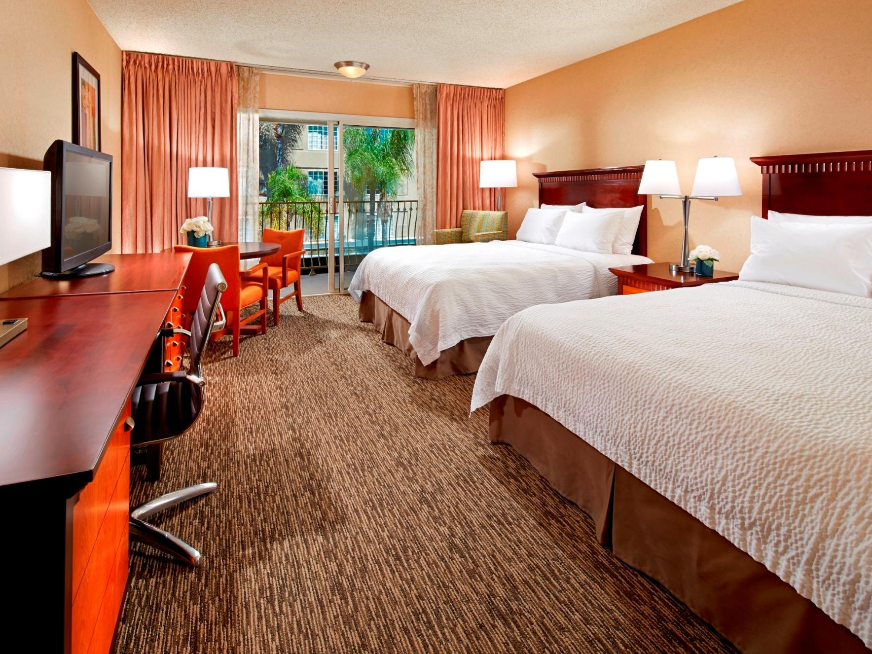 Accessible 2 Queen Bed Room With Roll In Shower Anaheim Hotel Rooms Suites