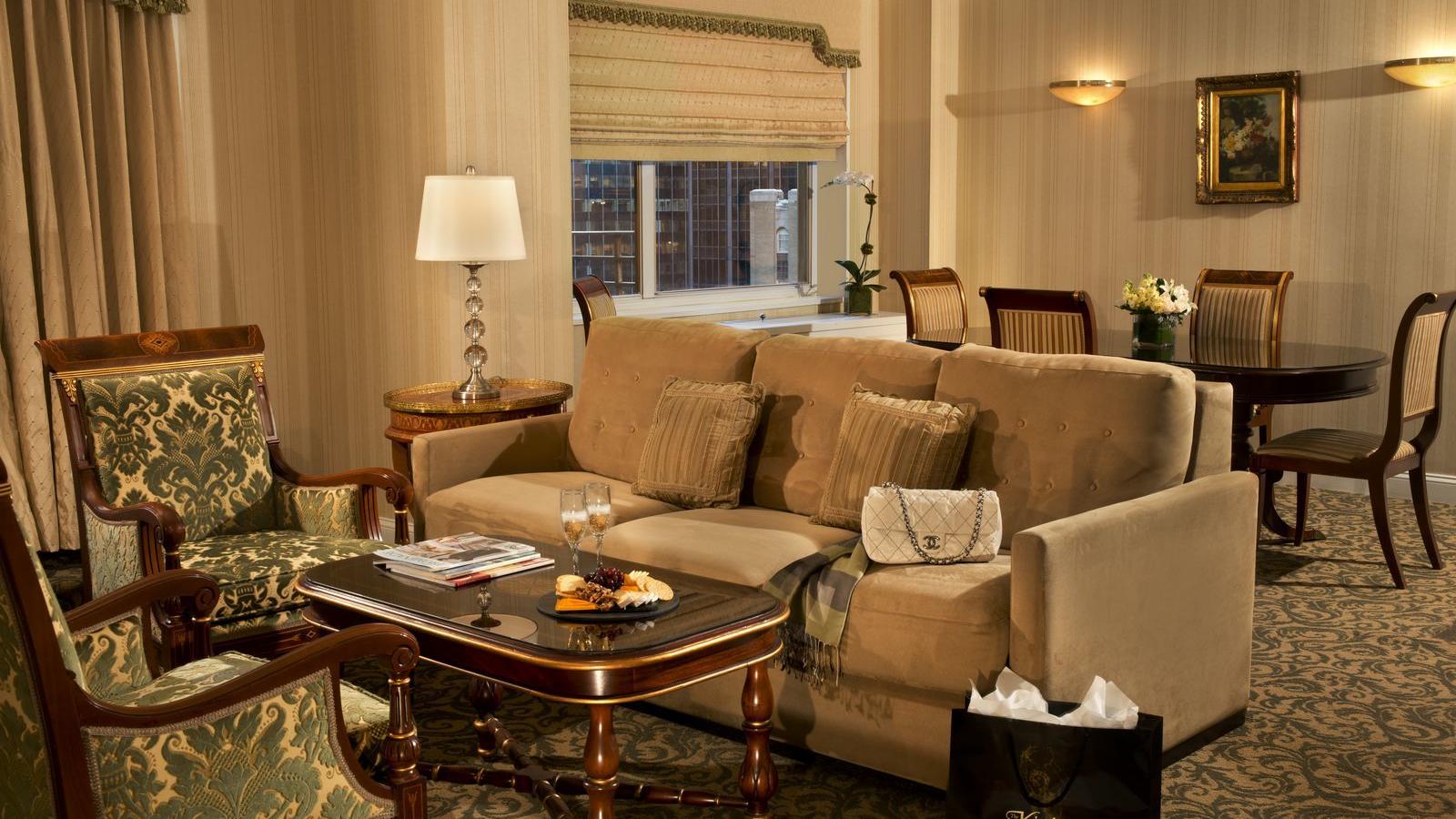 Executive Plus Living room - dining area