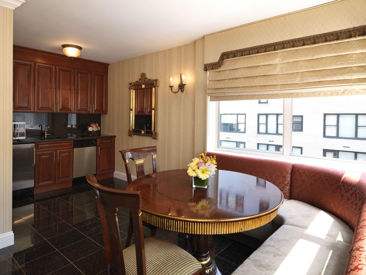 Executive Suite Dining area