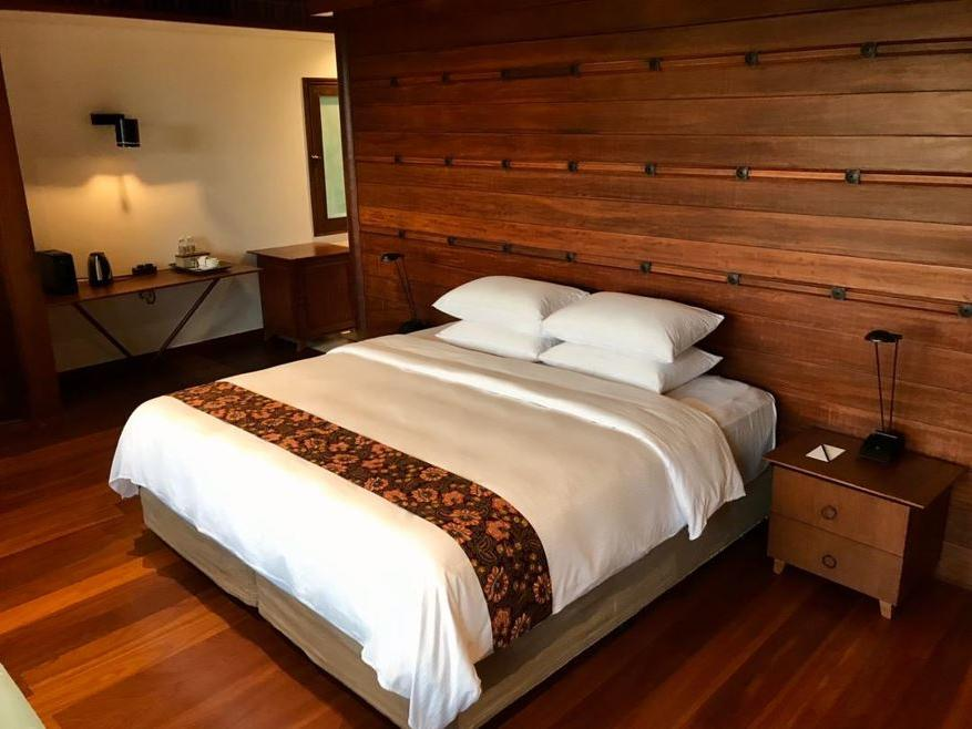 King Bed in Saujana Private Villas