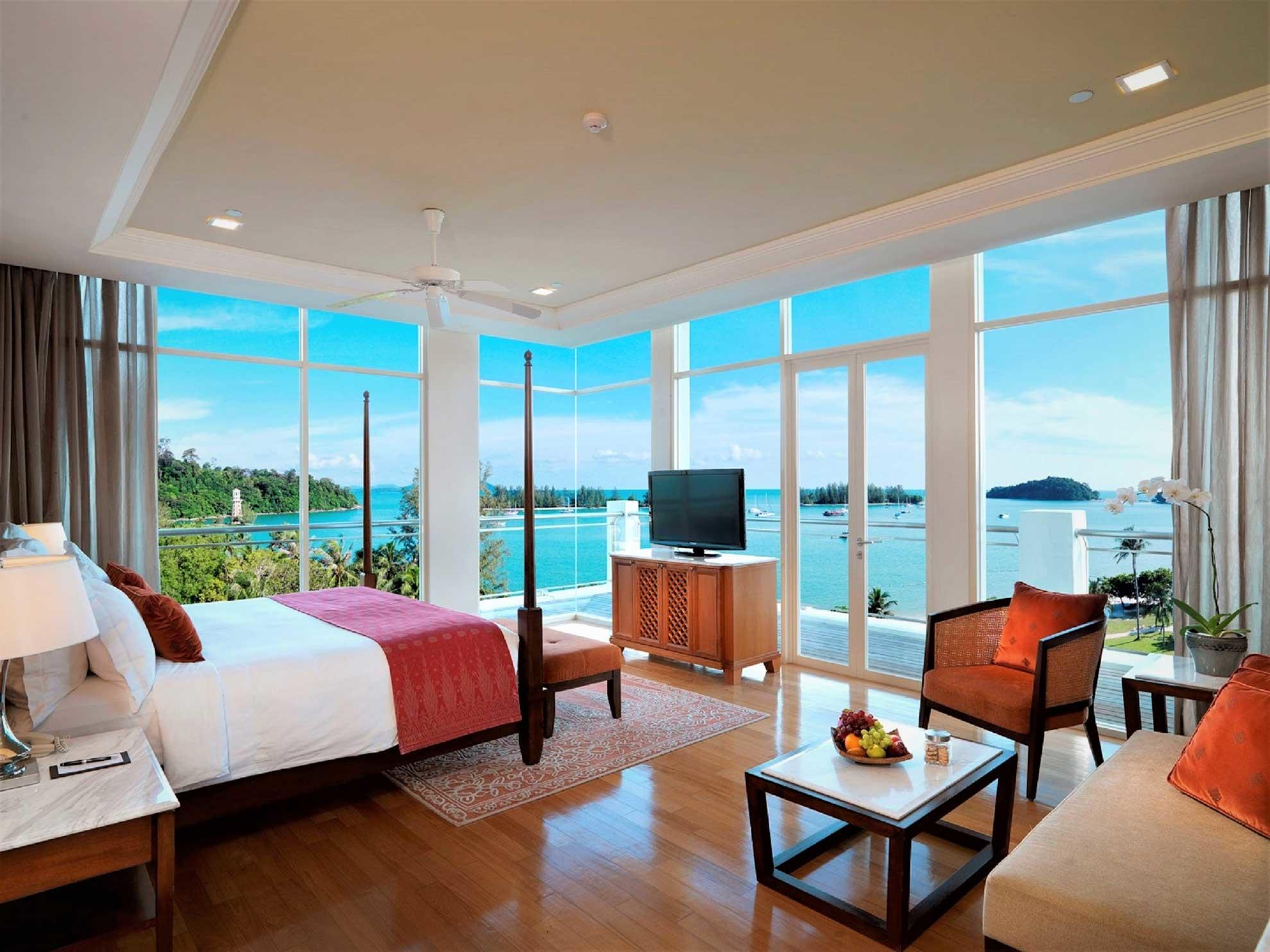 Spacious corner suite that overlooks the beach