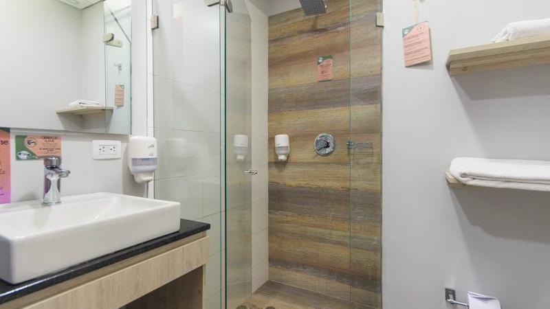 Baño Apartamento con dos habitaciones GIO Suites