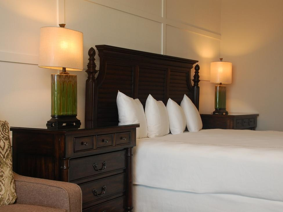 white bed and lamp in hotel room