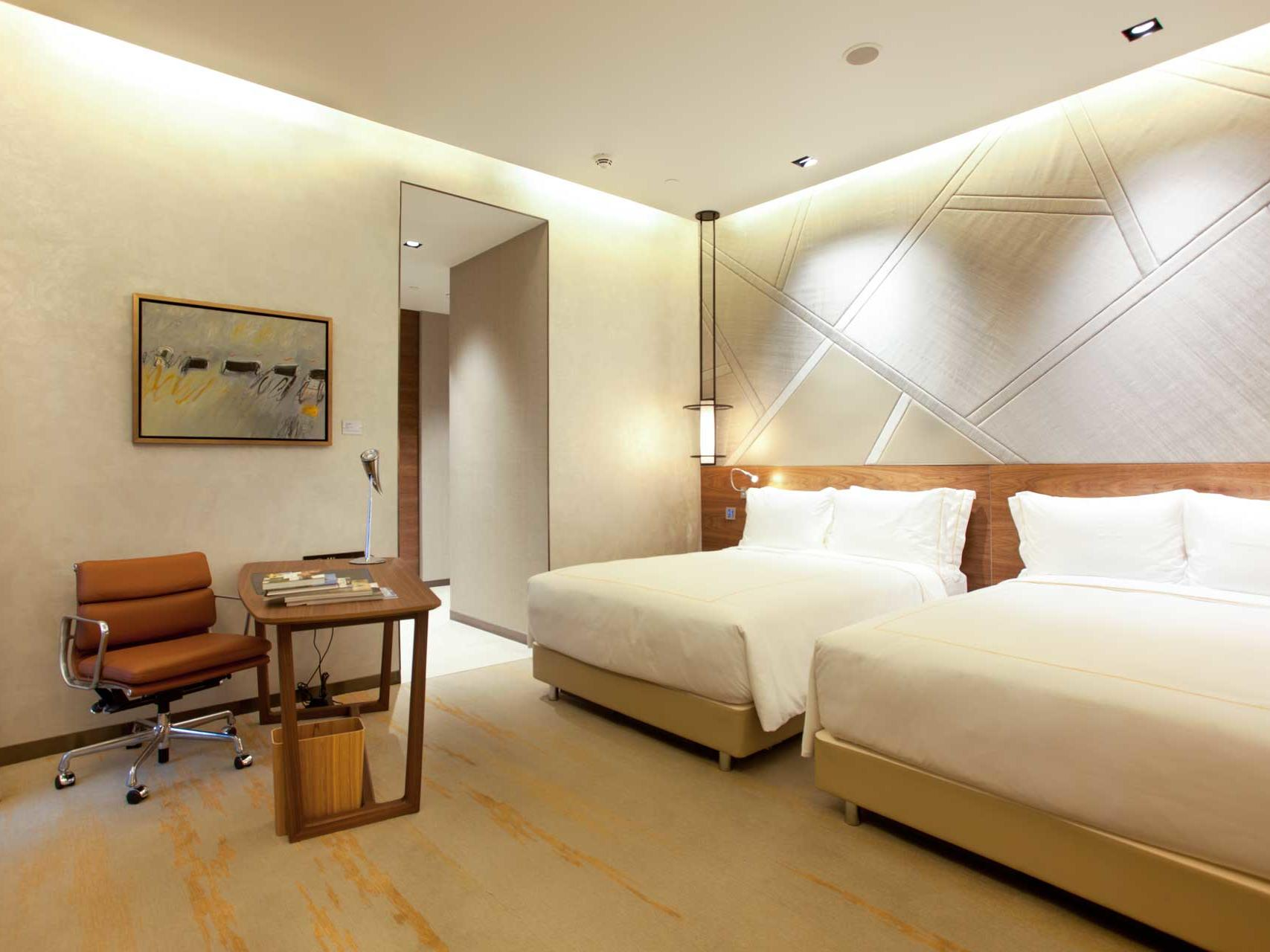 Interior of Orchid standard bedroom at one farrer hotel
